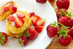 Cheesecakes with strawberries Royalty Free Stock Images
