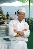 Chef à la nourriture de buffet Photographie stock libre de droits