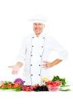 Chef aîné beau avec des légumes Photographie stock