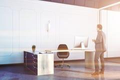 Chef- bureau binnenlandse, grote lijst, zakenman Stock Foto's