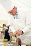 Chef Carving Beef à une réception de mariage Images libres de droits