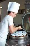 Chef cooking conserves Royalty Free Stock Photos
