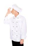 Chef dans le chapeau blanc avec le geste d'approbation Photographie stock libre de droits