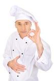 Chef dans le chapeau blanc avec le signe parfait Photos stock