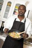 Chef de famille avec le wok Photos libres de droits