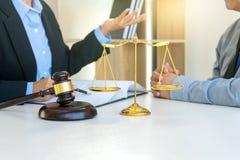 chef de femme d'affaires du groupe au cabinet d'avocats Image libre de droits