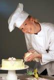Chef de pâtisserie de gâteau Photographie stock libre de droits