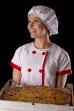Chef de sourire de fille avec la pizza dans des mains Image stock