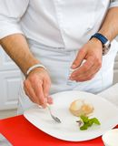 Chef decorate plate Royalty Free Stock Photos