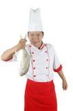 Chef, der einen großen rohen Fisch anhält Stockfotos