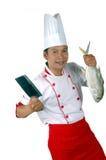 Chef, der großen rohen Fische und ein Küchemesser anhält Stockfotografie