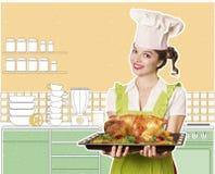 Chef der jungen Frau und gebratenes Huhn Stockbilder