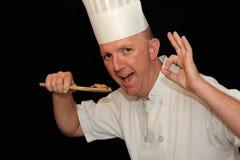 Chef, der köstliche Nahrung schmeckt Lizenzfreie Stockfotografie
