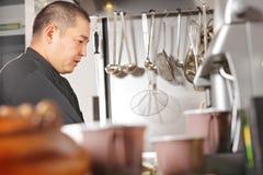 Chef an der Küche lizenzfreies stockbild