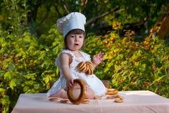 Chef des kleinen Mädchens Stockfotos