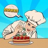 Chef féminin attirant Decorating Delicious Cake avec des fraises Art de bruit Photographie stock libre de droits