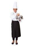 Chef féminin avec le plateau de la nourriture à disposition Photos libres de droits