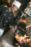 Chef faisant cuire au dîner Image libre de droits