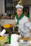 chef faisant cuire la cuisine Photos stock