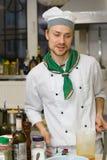 chef faisant cuire la cuisine Photos libres de droits