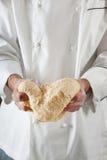 Chef faisant la pâte Photos libres de droits