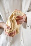 Chef faisant la pâte Photographie stock libre de droits