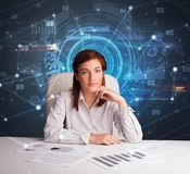 Chef framme av kontorsskrivbordet med kommunikationsbegrepp arkivbilder