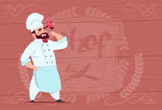 Chef-Koch-Happy Smiling Cartoon-Restaurant-Leiter in der weißen Uniform über hölzernem strukturiertem Hintergrund stock abbildung