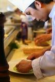 Chef-kok bij keukenrestaurant stock fotografie