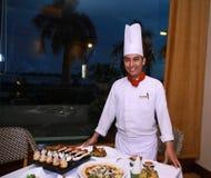 Chef-kok bij restaurant stock afbeelding