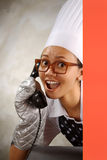 Chef-kok Calling By Phone Stock Foto