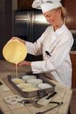 Chef-kok die Brule giet Stock Fotografie