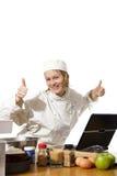 Chef-kok die computer met omhoog duimen met behulp van Royalty-vrije Stock Foto