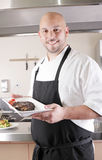 Chef-kok die een sappig lapje vlees voorstellen Royalty-vrije Stock Afbeelding