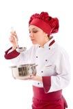 Chef-kok die haar voedsel proeft Royalty-vrije Stock Fotografie