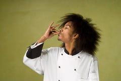 Chef-kok die Handen gebruikt om Perfectie te tonen stock afbeelding