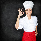 Chef-kok die Perfect handteken en menubord tonen Stock Afbeeldingen