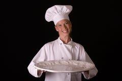 Chef-kok die Schotel voorstelt Stock Foto