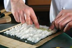 Chef-kok die sushi-5 voorbereidt royalty-vrije stock afbeelding
