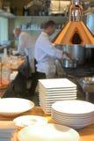 Chef-kok en keuken Royalty-vrije Stock Afbeeldingen