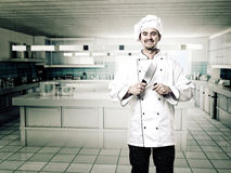 Chef-kok in keuken Stock Foto