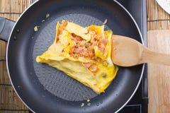 Chef-kok kokend ingrediënt van in brand gestoken rijst Royalty-vrije Stock Afbeelding