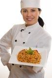 Chef-kok met deegwaren Stock Fotografie