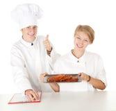 Chef-kok met duim die omhoog kok onderzoekt, Stock Afbeelding