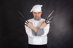 Chef-kok met gekruiste knifeswapens Royalty-vrije Stock Foto's