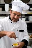 Chef-kok met kruiden Royalty-vrije Stock Afbeeldingen