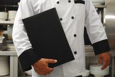 Chef-kok met menu Stock Afbeeldingen