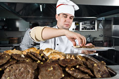 Chef-kok op het werk Royalty-vrije Stock Afbeelding