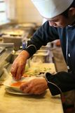 Chef-kok op het werk Stock Foto's