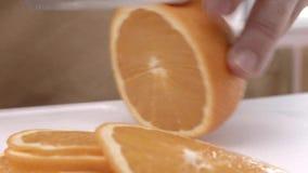 Chef-kok` s snijdende sinaasappel